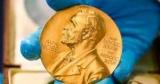 Как научное открытие в области химии была присуждена Нобелевская премия в 2017 году