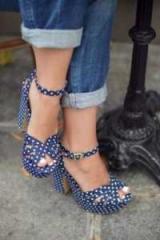 Модная обувь: туфли в горошек