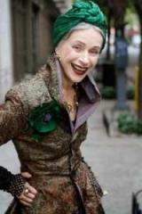 Что подарить на 65 лет женщине? Идеи и советы