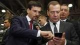 Медведев передал подаренный ему смартфон Inoi R7 в специальный фонд